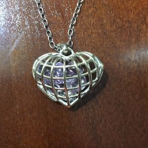 Jewelry - Adorable heart cage necklace
